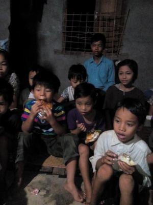 Children enjoy special Western treat – hamburgers!